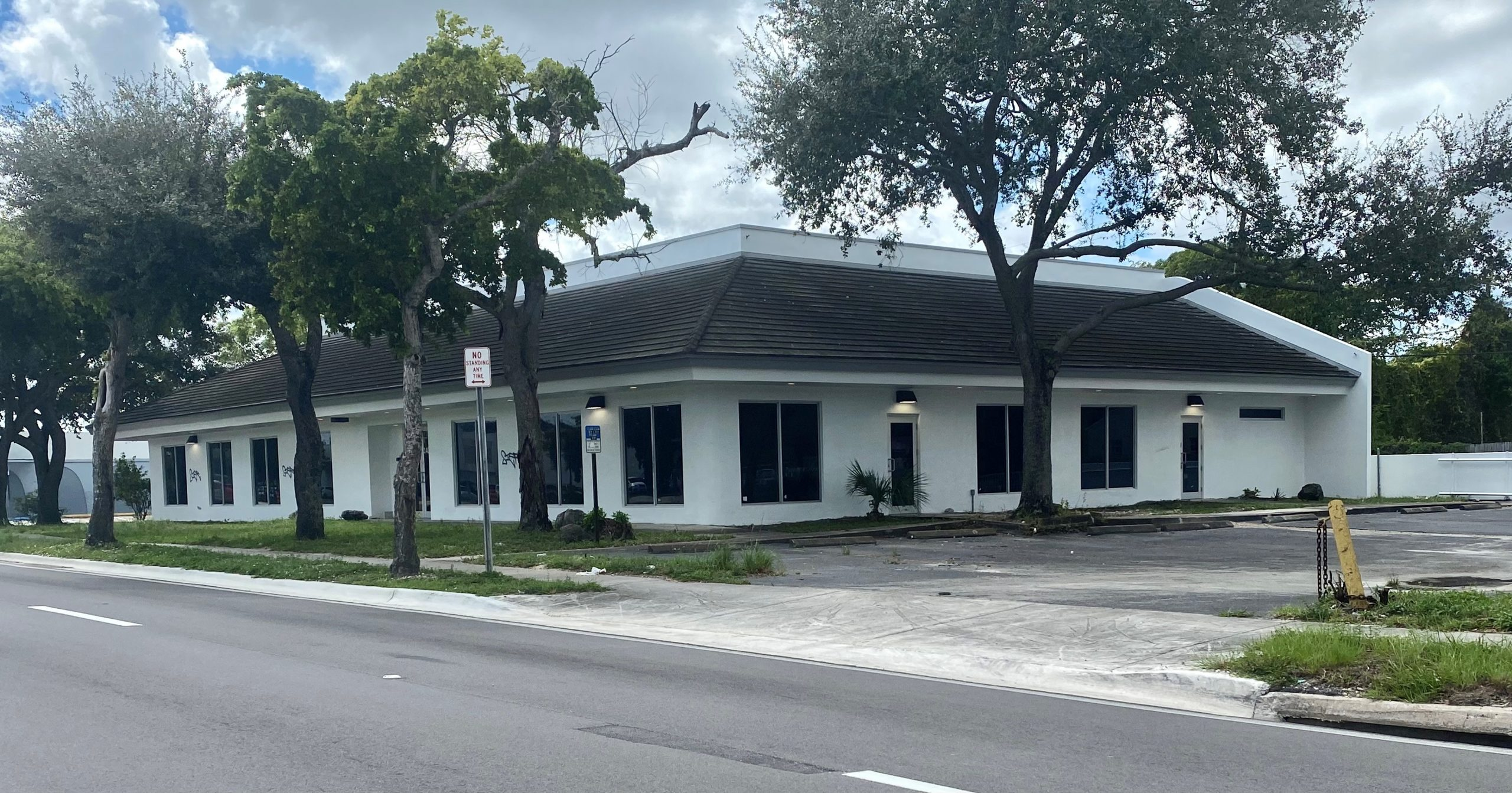 Berger Commercial Realty's Lawrence Oxenberg, Jonathan Thiel Negotiate Sale Of Miami Office/Retail Property